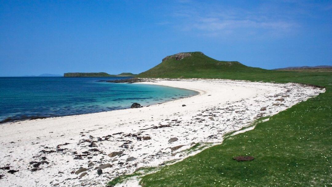 best-walking-routes-on-skye-coral-beach