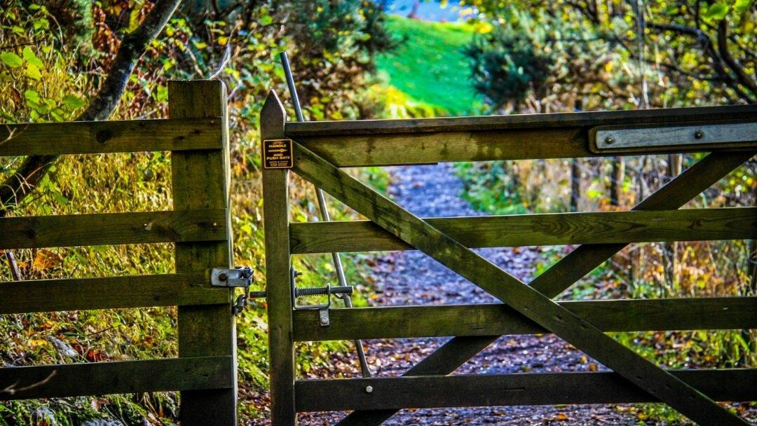 best-walking-routes-on-skye-trail-gate